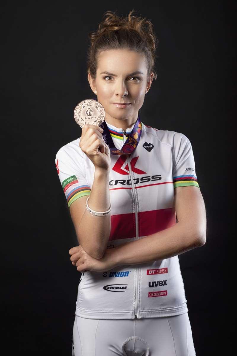 Maja Włoszczowska z medalem Igrzysk w Baku, materiały prasowe KROSS