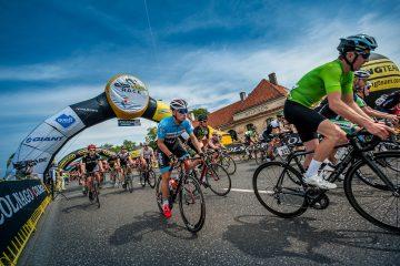 Kolarski peleton Colnago Lang Team Race w Warszawie