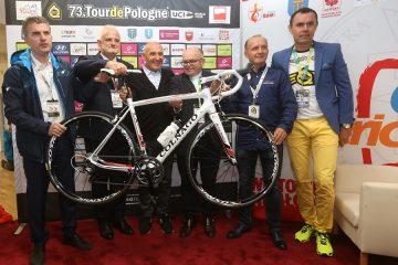 Tour de Pologne: Wyjątkowy rower Colnago dla Papieża Franciszka