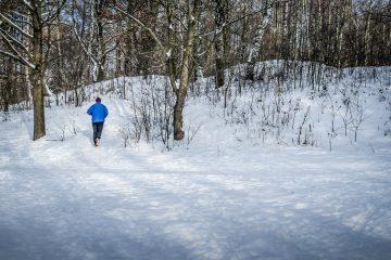 Zimowe treningi na świeżym powietrzu bez roweru