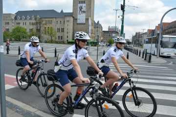 Patrol drogówki na rowerach Krossa pilnuje porządku w Poznaniu [zdjęcia]