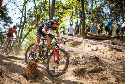 Katarzyna Solus-Miśkowicz pomaga w wyborze kasku na rower