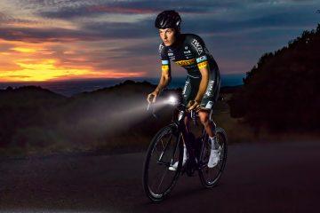 Jak być widocznym na drodze? Niezbędne oświetlenie rowerowe i akcesoria odblaskowe